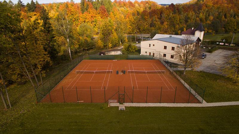 Tenisové kurty v provozu